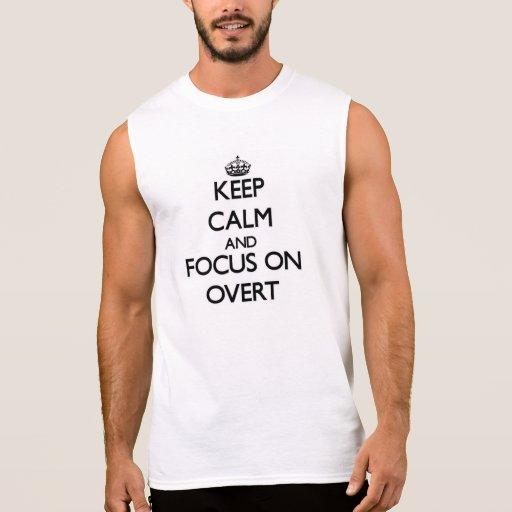 Mantenha a calma e o foco em evidente camisetas sem manga
