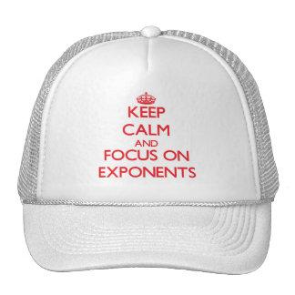 Mantenha a calma e o foco em EXPONENTES Boné