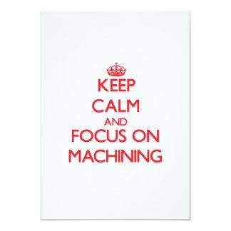 Mantenha a calma e o foco em fazer à máquina convite