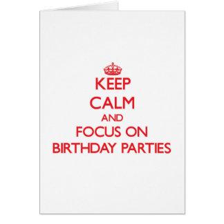 Mantenha a calma e o foco em festas de aniversário cartao