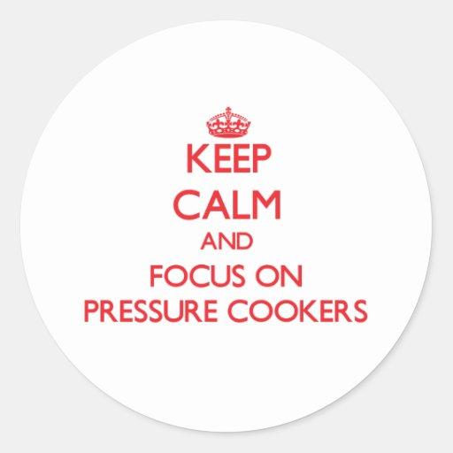 Mantenha a calma e o foco em fogões de pressão adesivo em formato redondo
