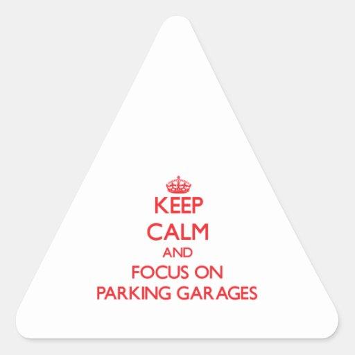 Mantenha a calma e o foco em garagens de estaciona adesivo triângulo