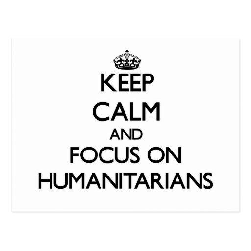 Mantenha a calma e o foco em humanitários cartão postal