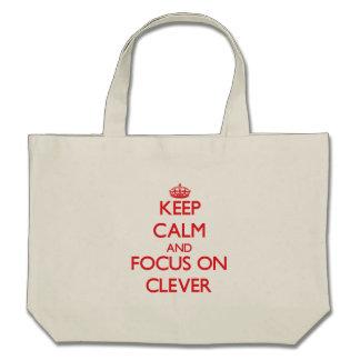 Mantenha a calma e o foco em inteligente bolsa para compras