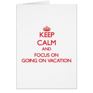 Mantenha a calma e o foco em ir em férias cartão comemorativo