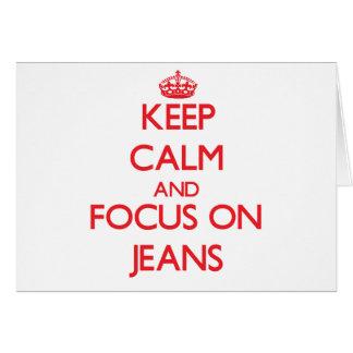 Mantenha a calma e o foco em jeans cartoes