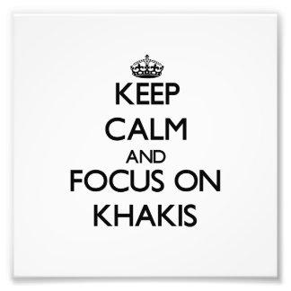 Mantenha a calma e o foco em Khakis Impressão De Fotos
