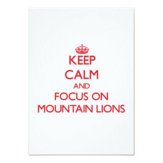 Mantenha a calma e o foco em leões de montanha convite personalizado