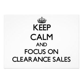 Mantenha a calma e o foco em liquidações totais convites personalizados