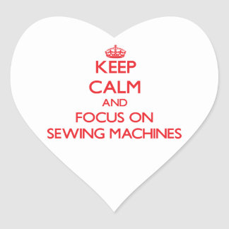 Mantenha a calma e o foco em máquinas de costura adesivos em forma de corações