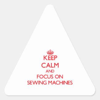 Mantenha a calma e o foco em máquinas de costura adesivo triângulo