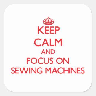Mantenha a calma e o foco em máquinas de costura