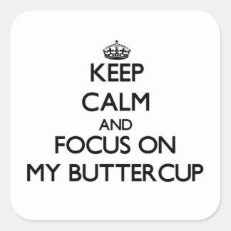 Mantenha a calma e o foco em meu botão de ouro adesivo quadrado
