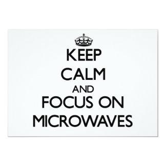 Mantenha a calma e o foco em microondas convites
