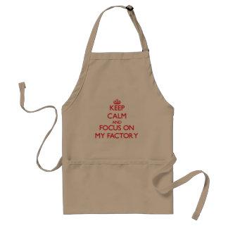 Mantenha a calma e o foco em minha fábrica avental