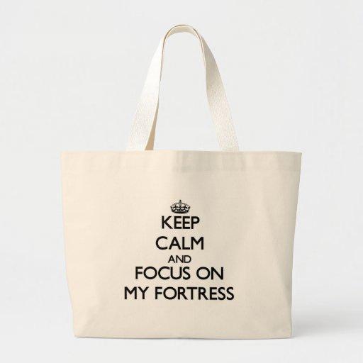 Mantenha a calma e o foco em minha fortaleza bolsas