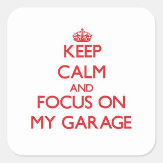 Mantenha a calma e o foco em minha garagem adesivos quadrados