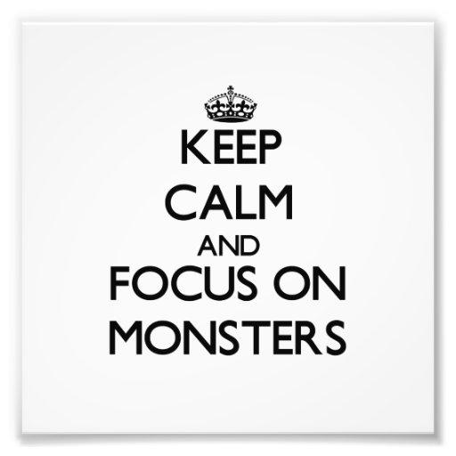 Mantenha a calma e o foco em monstro foto