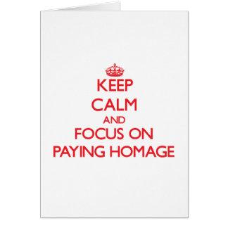 Mantenha a calma e o foco em pagar a homenagem