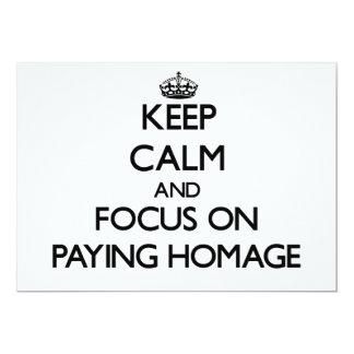 Mantenha a calma e o foco em pagar a homenagem convite 12.7 x 17.78cm