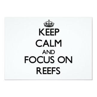 Mantenha a calma e o foco em recifes convites personalizado