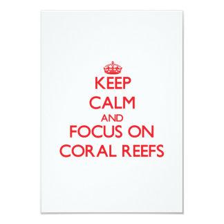 Mantenha a calma e o foco em recifes de corais convites