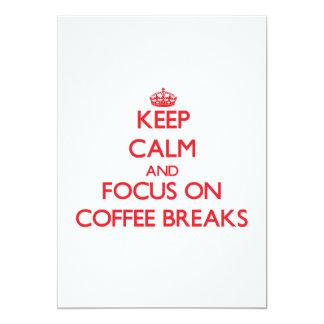 Mantenha a calma e o foco em rupturas de café convite 12.7 x 17.78cm