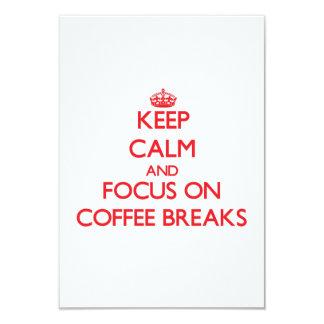 Mantenha a calma e o foco em rupturas de café convite 8.89 x 12.7cm