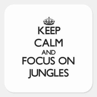 Mantenha a calma e o foco em selvas adesivos quadrados