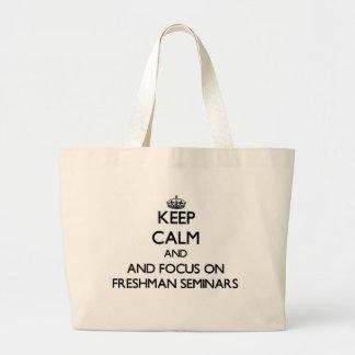 Mantenha a calma e o foco em seminários do caloiro bolsa para compras