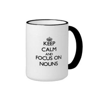 Mantenha a calma e o foco em substantivos canecas