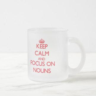 Mantenha a calma e o foco em substantivos caneca