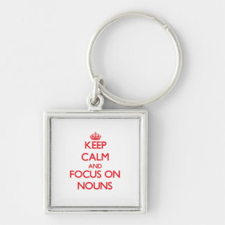 Mantenha a calma e o foco em substantivos chaveiro quadrado na cor prata