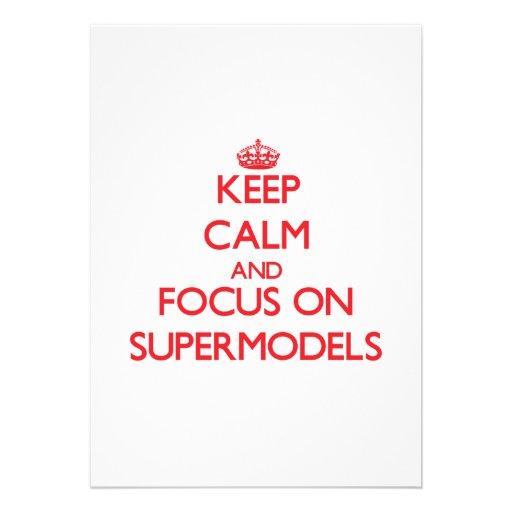 Mantenha a calma e o foco em supermodelos convite