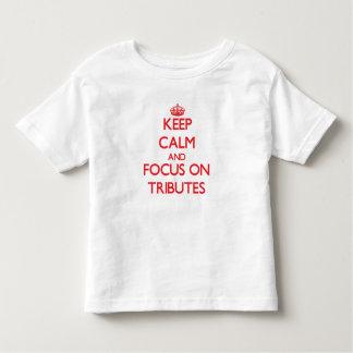 Mantenha a calma e o foco em tributos tshirts