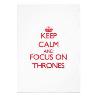 Mantenha a calma e o foco em tronos convites personalizados