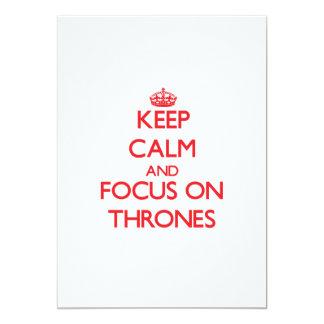 Mantenha a calma e o foco em tronos convite 12.7 x 17.78cm