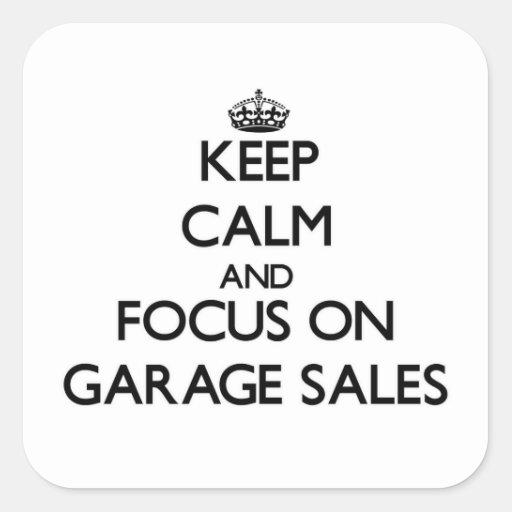 Mantenha a calma e o foco em vendas de garagem adesivo quadrado