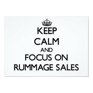 Mantenha a calma e o foco em vendas Rummage Convite 12.7 X 17.78cm