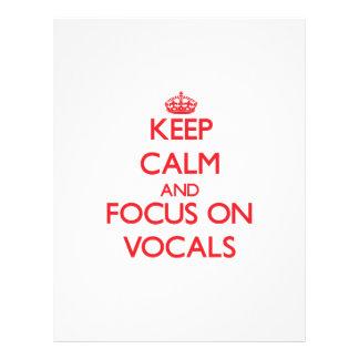 Mantenha a calma e o foco em Vocals Panfleto Coloridos