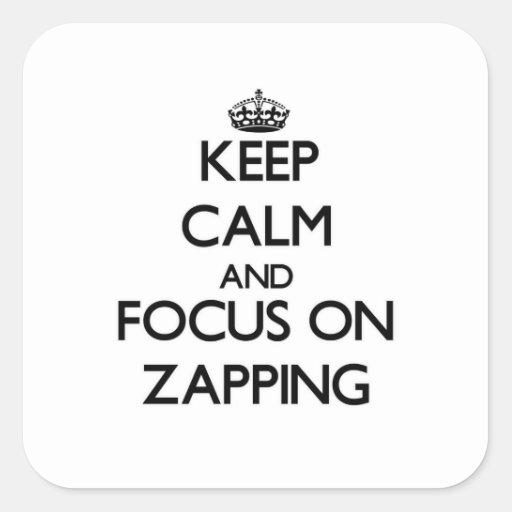 Mantenha a calma e o foco em Zapping Adesivos Quadrados