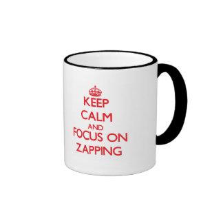 Mantenha a calma e o foco em Zapping Canecas