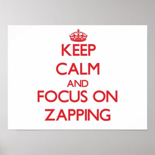 Mantenha a calma e o foco em Zapping Posteres