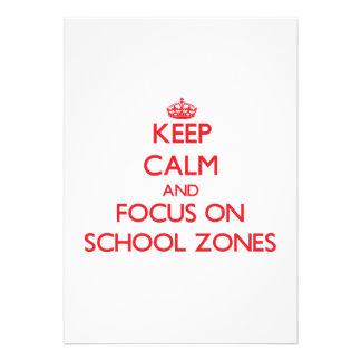 Mantenha a calma e o foco em zonas da escola convite personalizados