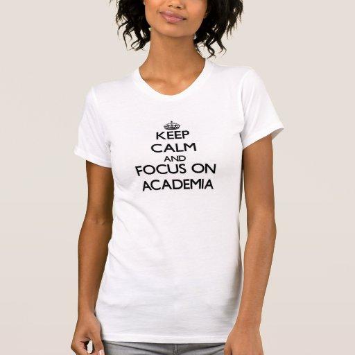 Mantenha a calma e o foco na academia tshirts