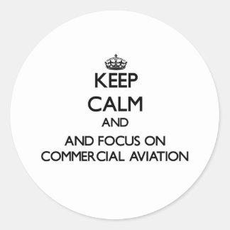 Mantenha a calma e o foco na aviação comercial adesivos em formato redondos