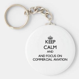 Mantenha a calma e o foco na aviação comercial chaveiros