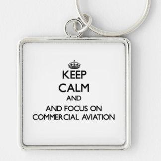 Mantenha a calma e o foco na aviação comercial chaveiro