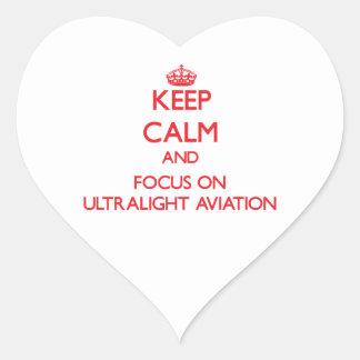 Mantenha a calma e o foco na aviação ultraleve adesivos em forma de corações