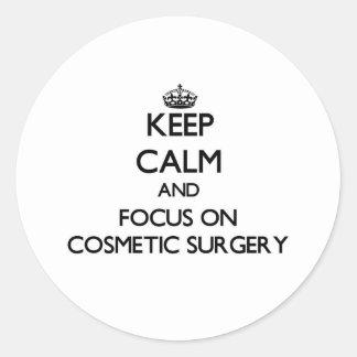 Mantenha a calma e o foco na cirurgia estética adesivos em formato redondos